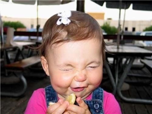 как ребенок ест лимон видео ютуб